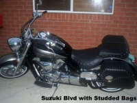 stud-saddle-bags